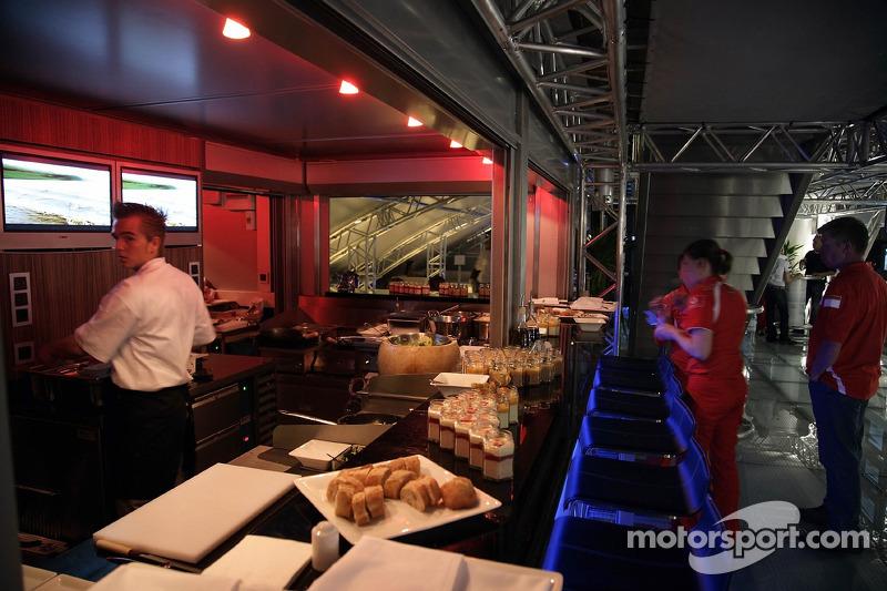 Jeudi refroidi: L'intérieur du garage Red Bull Energy Station