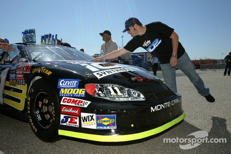 Paul Menard essaie la voiture Turtle Wax Ice