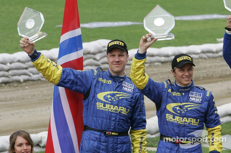 Podium: deuxième place pour Petter Solberg et Phil Mills