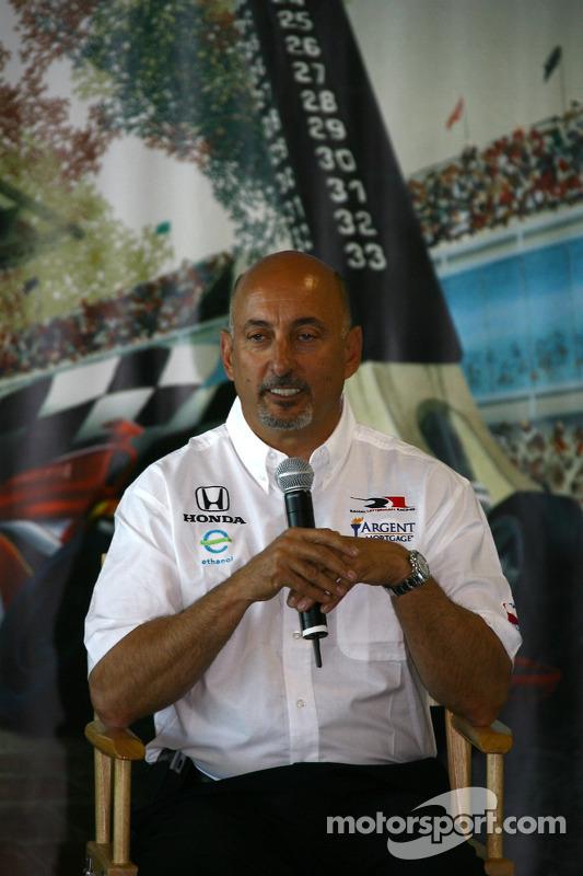 Le vainqueur 1986 des Indianapolis 500 et le co-propriétaire de Rahal Letterman Racing Bobby Rahal