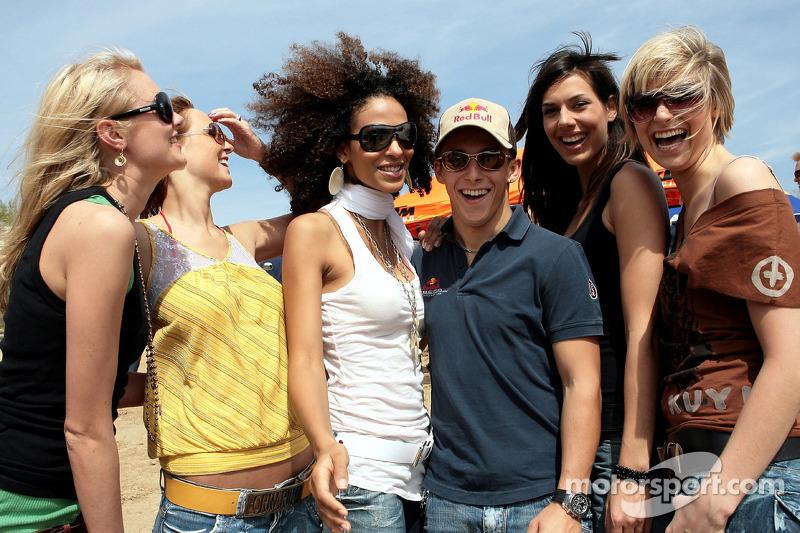Red Bull: Christian Klien avec les jeunes femmes Formule 1