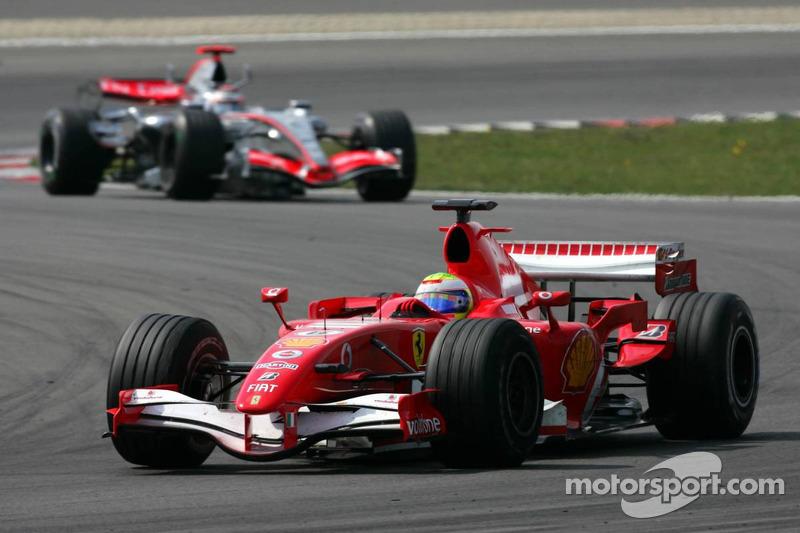 Felipe Massa devant Kimi Räikkönen