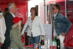 Rolf Schumacher avec sa nouvelle femme Barbara Stahl et Michael Schumacher