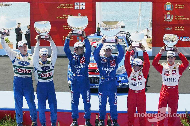 Podium: les vainqueurs Sébastien Loeb et Daniel Elena, avec les deuxièmes Mikko Hirvonen et Jarmo Lehtinen, et les troisièmes Daniel Sordo et Marc Marti