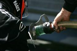 L'équipe Intersport Racing prépare l'équipement de ravitaillement