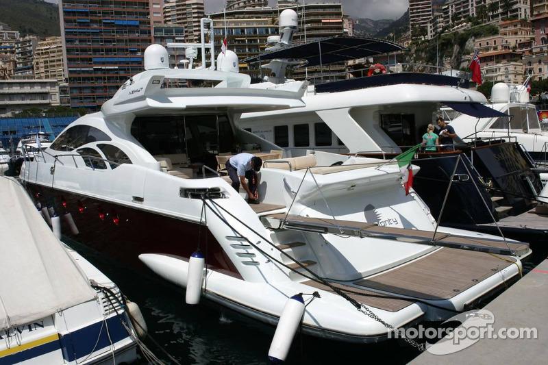 Bateau du port de Monaco