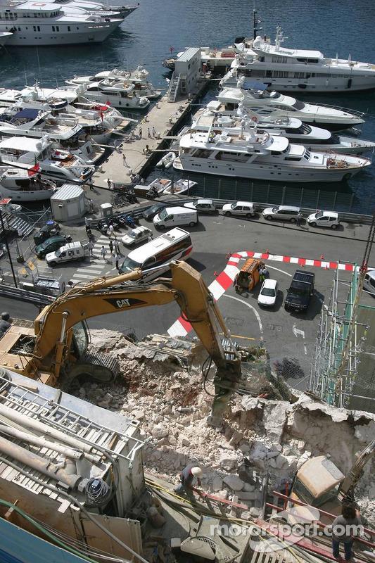 Constructions autour du circuit de Monaco avant le Grand Prix de la fin de semaine