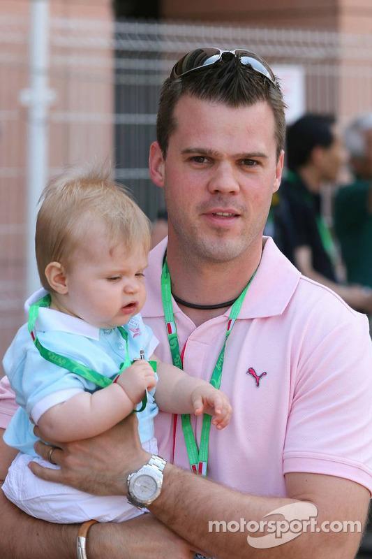 Dirk Müller avec son enfant