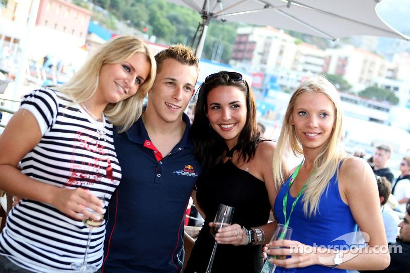 Jeudi refroidi: Christian Klien avec des jeunes femmes de Formule 1