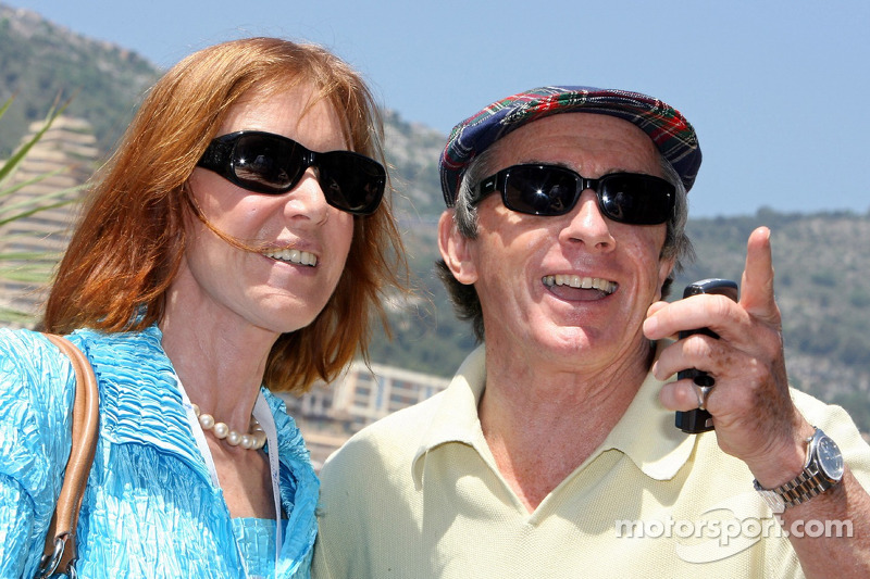 Jacky Stewart avec sa femme visitant le Energy Station