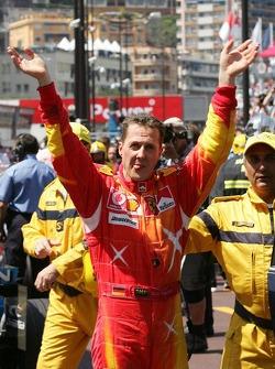Michael Schumacher célèbre sa victoire