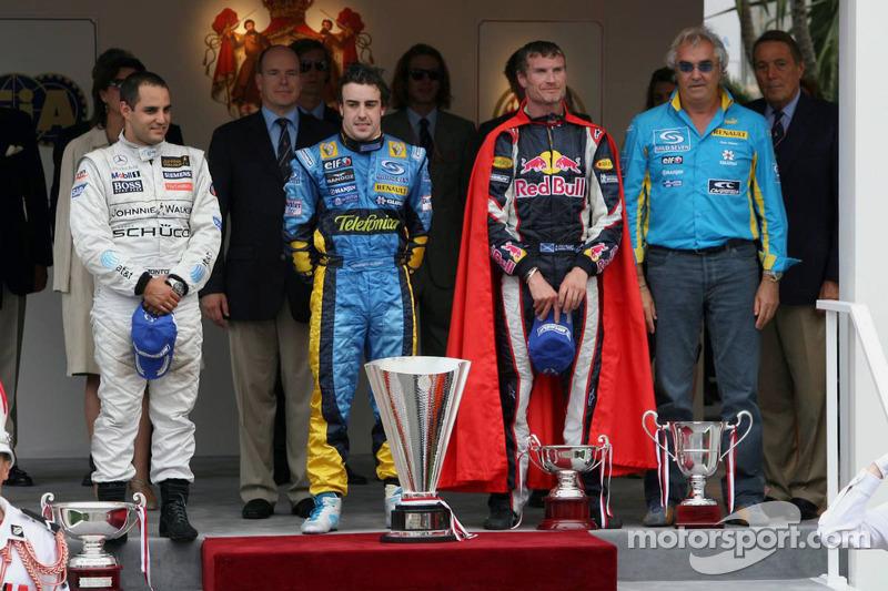 Podium: le vainqueur de la course Fernando Alonso, le deuxième Juan Pablo Montoya, le troisième David Coulthard