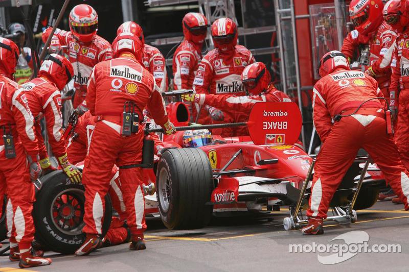 Felipe Massa hace un pitstop