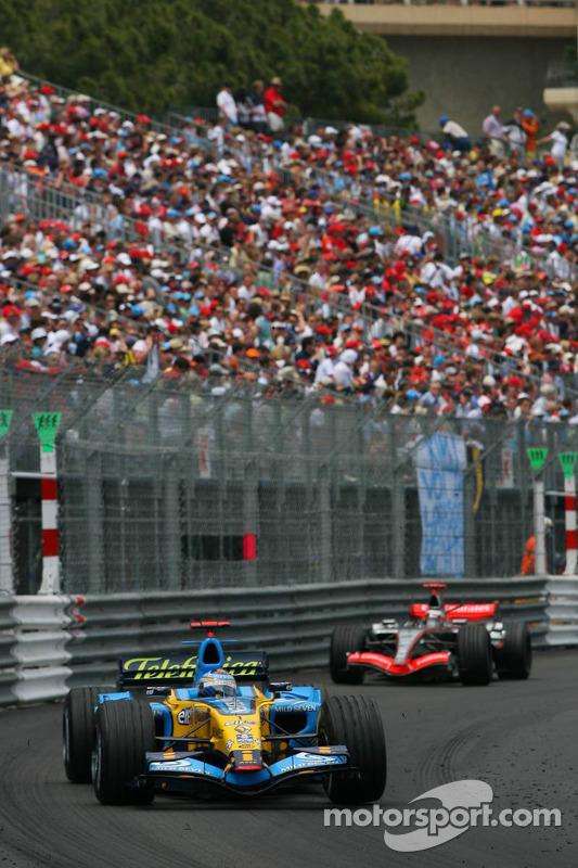 Fernando Alonso devant Kimi Räikkönen