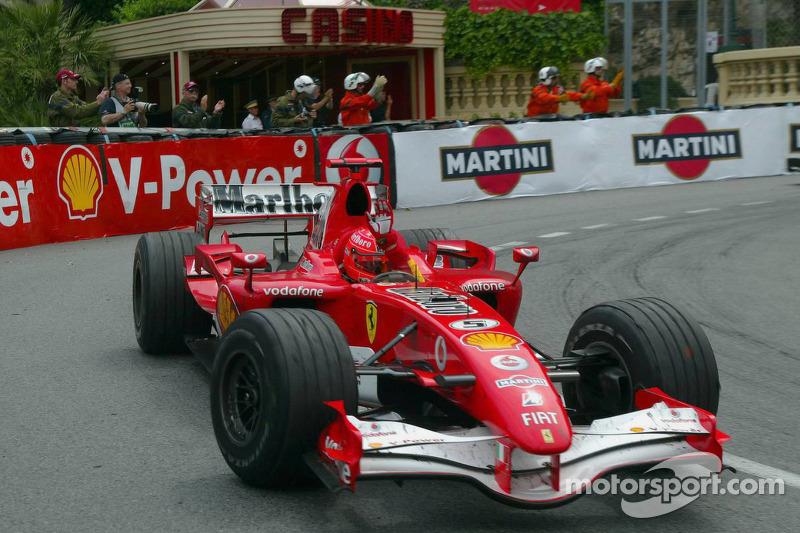 Michael Schumacher celebra