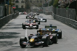 David Coulthard in front of Giancarlo Fisichella