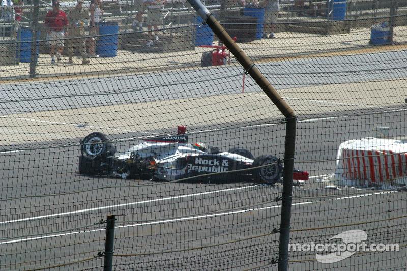 La voiture de Tomas Scheckter a heurté le mur