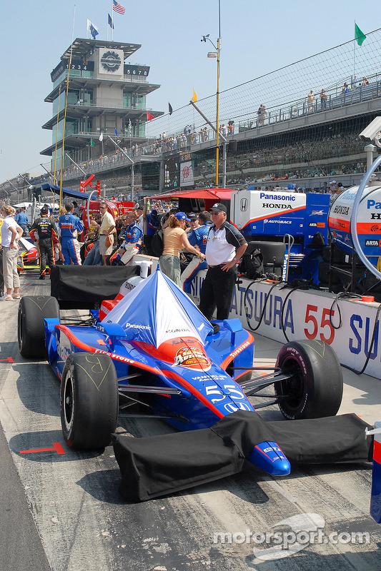 Préparation d'avant-course pour la voiture de Kosuke Matsuura
