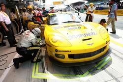 #64 Corvette Racing Corvette C6-R: Olivier Gavin, Olivier Beretta, Jan Magnussen in the pit