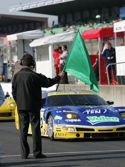 Daniel Poissonot drops the green flag to start the test day