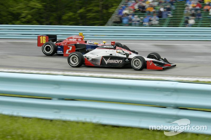 Tomas Scheckter dépasse Danica Patrick