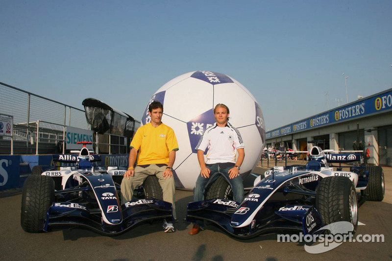 Mark Webber et Nico Rosberg dans l'esprit de la Coupe du monde