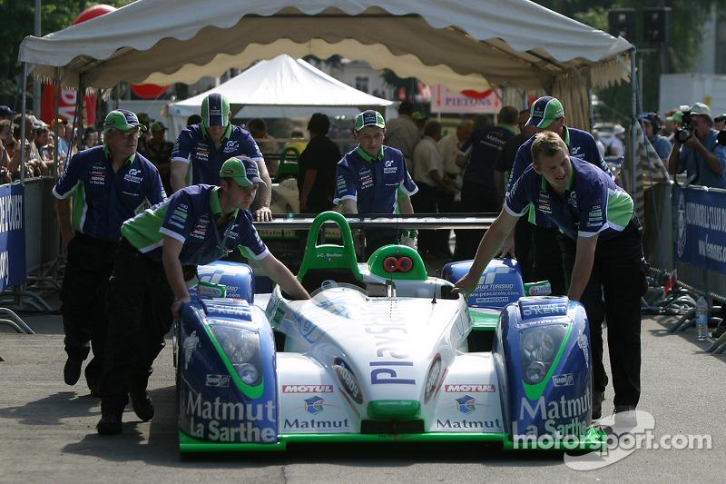 L'équipe Pescarolo Sport Pescarolo C60 Judd aux vérifications techniques