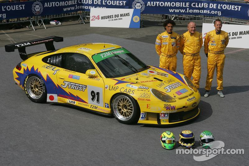 Miro Konopka, Yutaka Yamagishi, et Jean-René de Fournoux avec la T2M Motorsport Porsche GT3 RSR