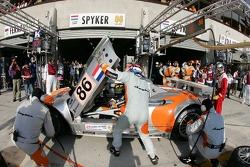 Pitstop for #86 Spyker Squadron Spyker C-8 Spyder: Jeroen Bleekemolen, Mike Hezemans, Jonny Kane