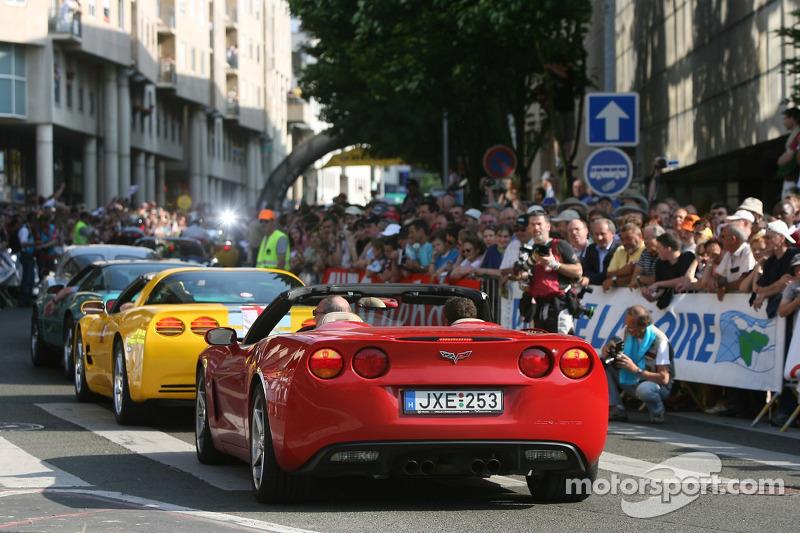 Une parade de Corvettes