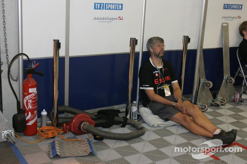 Un membre de l'équipe Swiss Spirit se détend