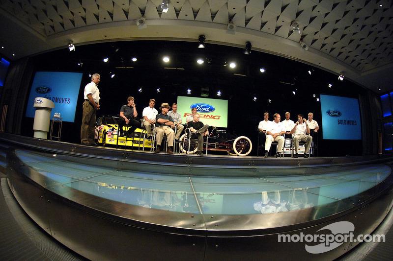 Les pilotes et propriétaires de Ford Racing NASCAR NEXTEL Cup prennent participent à un pep rally de