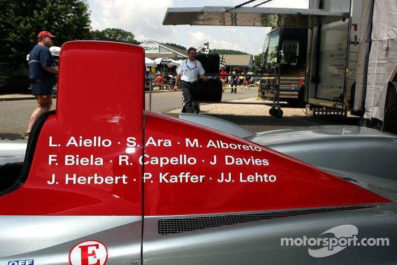 Noms de pilotes sur l'Audi R8 pour sa dernière course