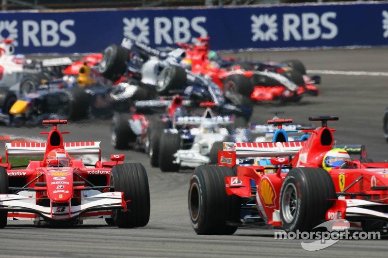 Accident au premier virage : Mark Webber est retourné par la voiture de Christian Klien