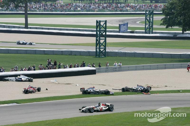 Neben Heidfeld, Räikkönen, Montoya strandet auch Scott Speed, während ...