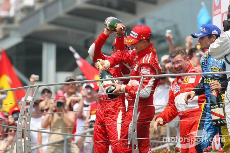 Podium: champagne pour Michael Schumacher, Felipe Massa et Giancarlo Fisichella