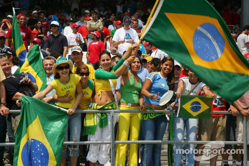 Des fans brésiliens dans la tribune