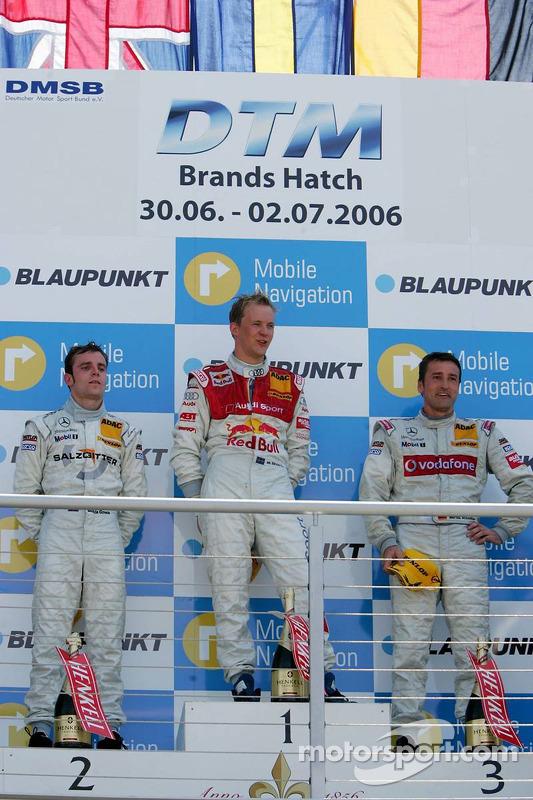 Podium: le vainqueur de la course Mattias Ekström avec Jamie Green et Bernd Schneider