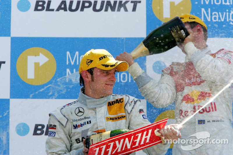 Podium: champagne pour Jamie Green