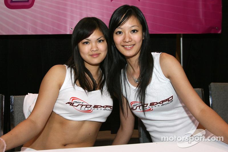 Grand Prix de l'Expo Auto de Toronto : des jolies mannequins