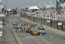 Start: Graham Rahal and Jonathan Bomarito battle for the lead