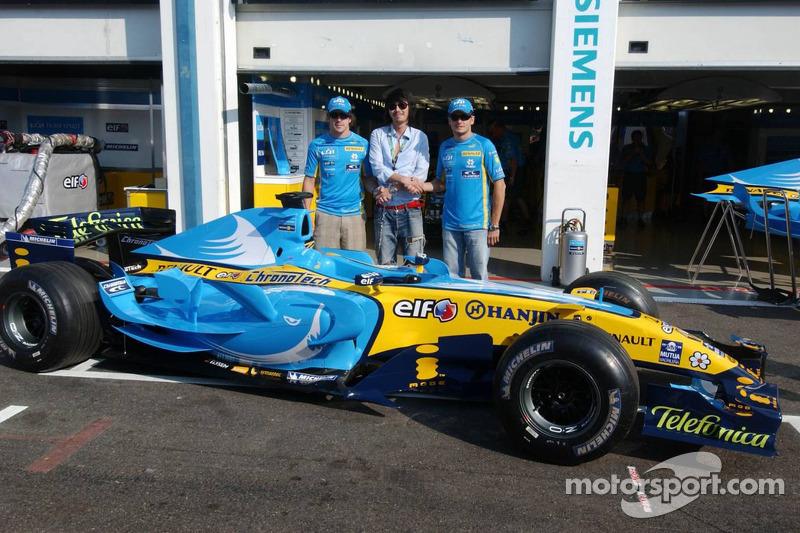 Livrée de requin sur la voiture Renault, avec Fernando Alonso et Giancarlo Fisichella