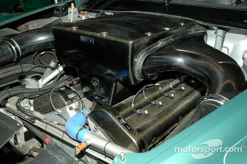Détail du moteur de l'Aston Martin DB9