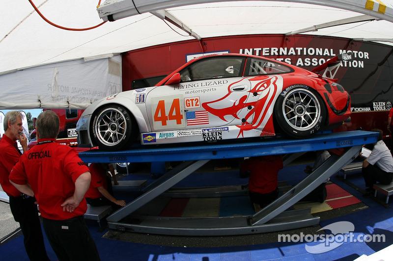 Flying Lizard Motorsports Porsche 911 GT3 RSR à l'inspection technique