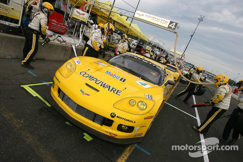 La Corvette Racing Corvette C6-R dans la ligne des stands