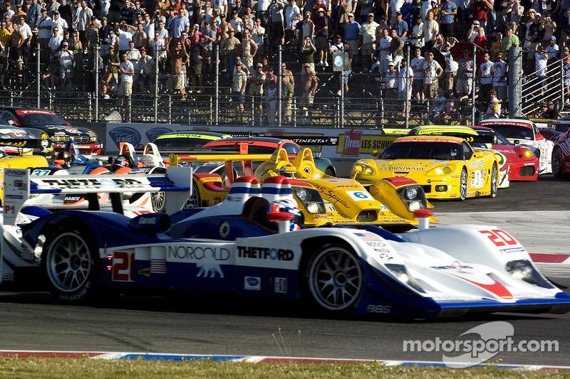 Départ de la course: Incident #6 Penske Motorsports Porsche RS Spyder: Sascha Maassen, Lucas Luhr