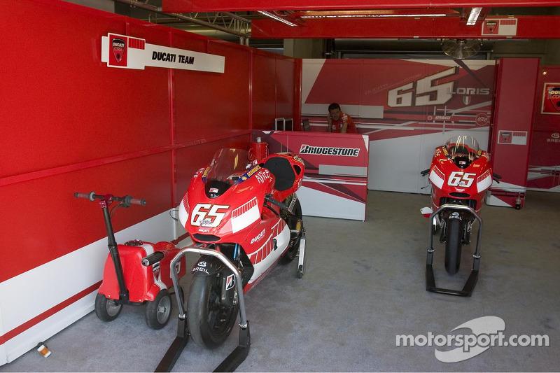 L'équipe Ducati au travail