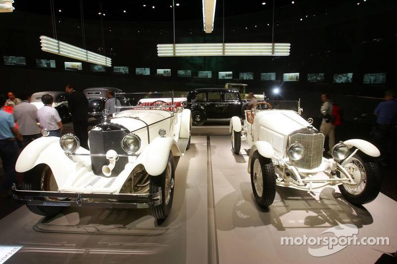Evénement média de DaimlerChrysler Mercedes: voitures historiques dans le musée Mercedes-Benz à Stuttgart
