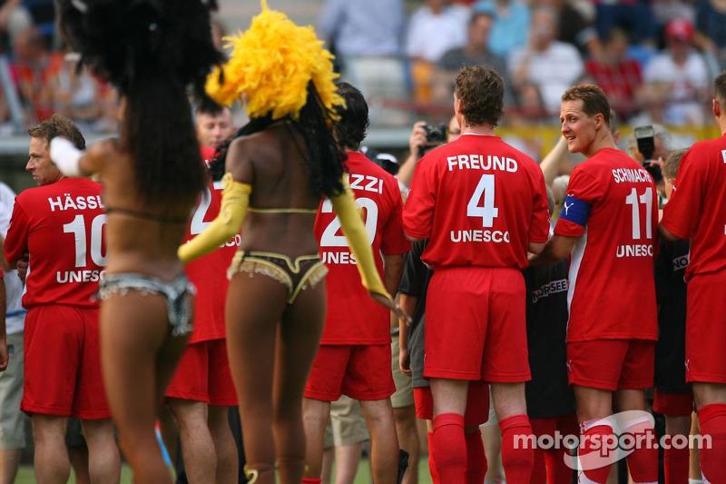 Spiel des Herzens, des stars de la F1 jouent contre des stars de RTL pour l'UNESCO: Michael Schumach