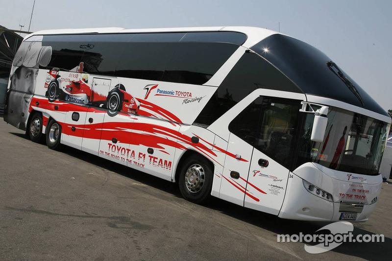 Le bus de l'équipe Toyota F1